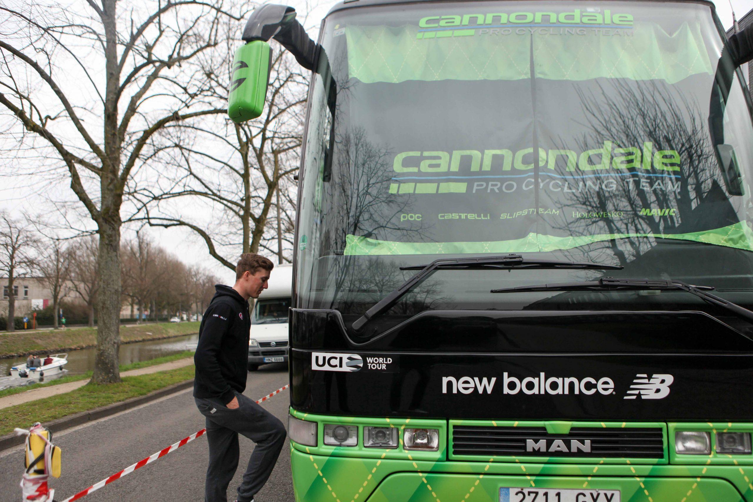 Bli med inn i bussen til Cannondale