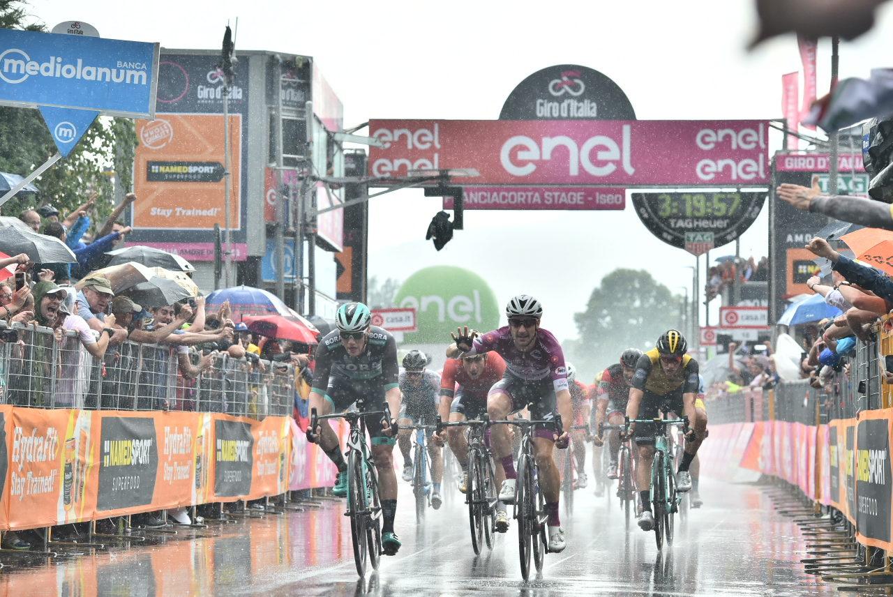 Ustoppelige Viviani med sin fjerde i Giroen